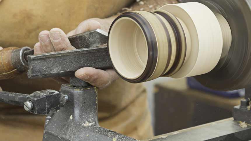 turning bowl with wood lathe